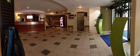 Holiday Inn Express Liverpool-Knowsley: Reception area