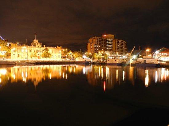 Shutterbug Walkabouts: Hobart @ night