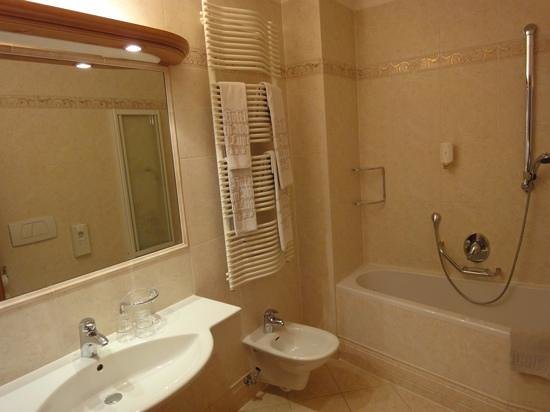 Hotel al Lupo: Badezimmer