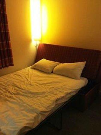 Holiday Inn Express London-Swiss Cottage: 部屋はエクストラベッドが設置されていました。安く上げたい場合はおすすめです