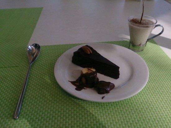 Mosquito Blue Restaurant : Excellent chocolate cake!