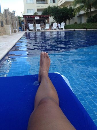 Ixchel Beach Hotel: Poolside