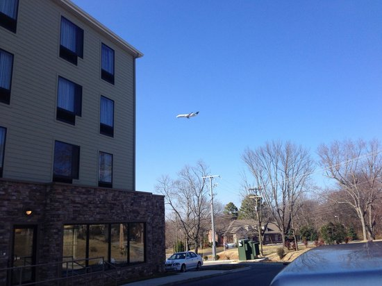 TownePlace Suites Nashville Airport : More planes on weekdays than on weekends.