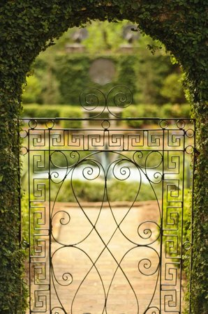 Alfred B. Maclay Gardens State Park: Secret Garden Inside