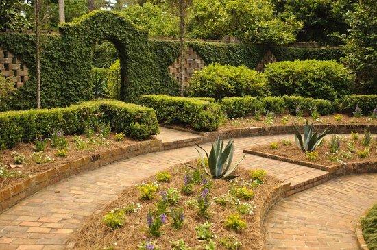 Alfred B. Maclay Gardens State Park: Secret Garden