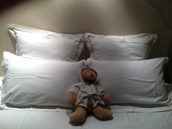 Hotel de Orangerie: Good night from your own teddy bear:)