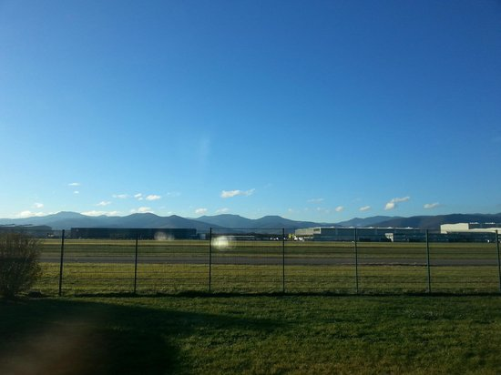 Ibis Styles Colmar Nord : Uitzicht op vliegveld