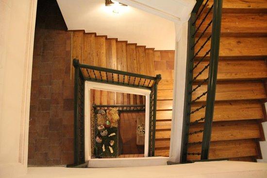 Hotel Leonor de Aquitania: Escalera