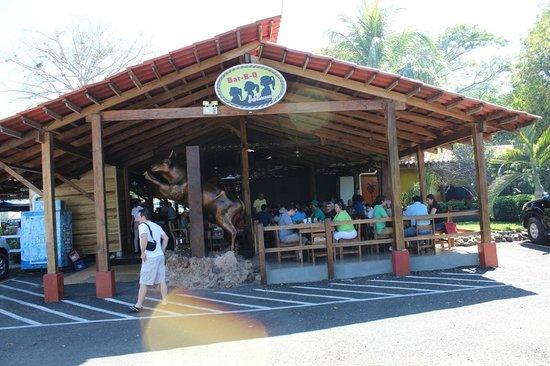 Restaurante BBQ Tres Hermanas: locale