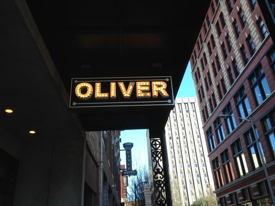 The Oliver Hotel: Nice retro sign.