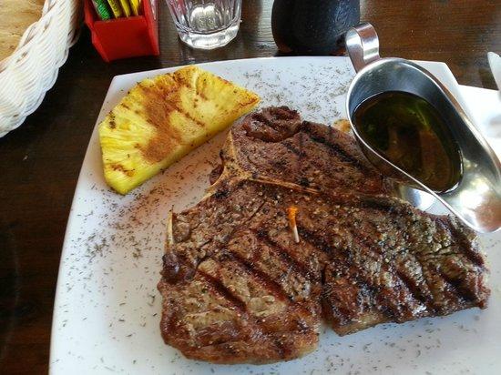 Bar-B-Q & Grill Tres Hermanas : t-bone