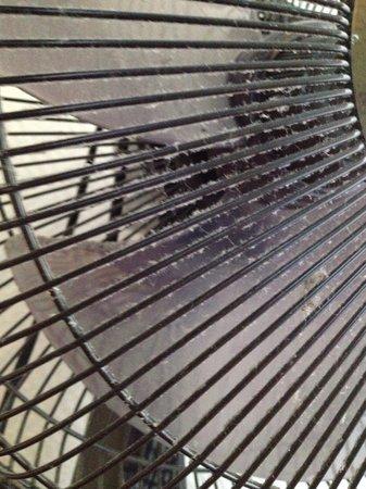 Hotel Pointe Rivoli: La propreté du ventilateur