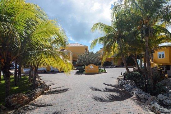 The Royal Sea Aquarium Resort: entrance to the resort