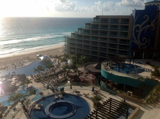 Hard Rock Hotel Cancun: 9th floor looking south