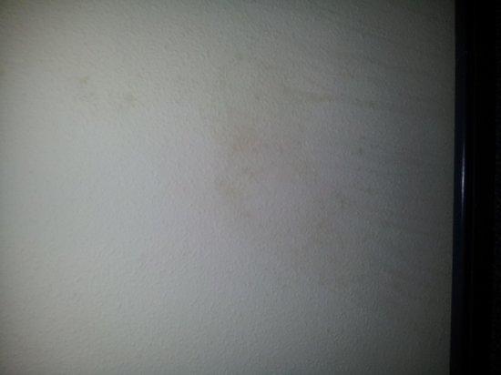 ClubHotel Riu Vistamar: behind door in room stale drink stains!