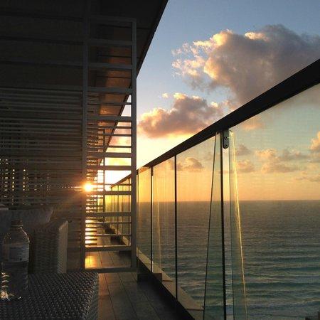 Secrets The Vine Cancun : sunrise