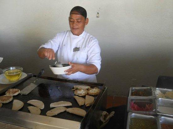 Emporio Ixtapa : Omlets at the breakfast buffet