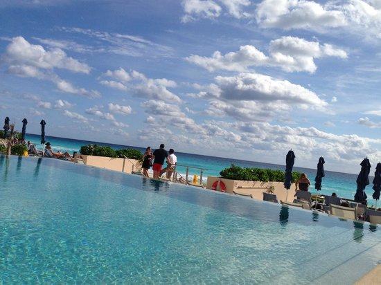 Secrets The Vine Cancun: pool