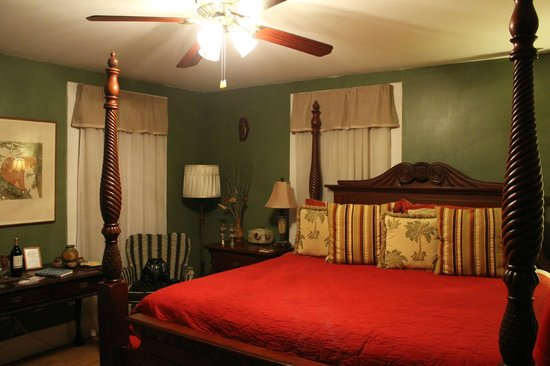 August Seven Inn Luxury Bed and Breakfast: our room - the 819