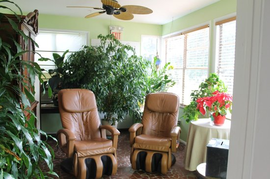 August Seven Inn Luxury Bed and Breakfast: the massage chairs