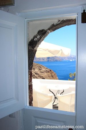 Canaves Oia Hotel : The suite with a small veranda overlooking the Aegean sea.