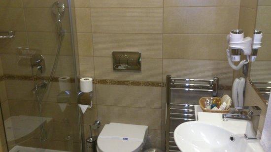 Emerald Hotel: .