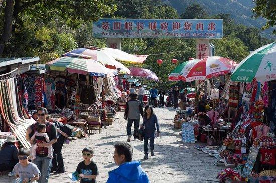 Gran Muralla China en Mutianyu: Vendor Gauntlet at Mutianyu