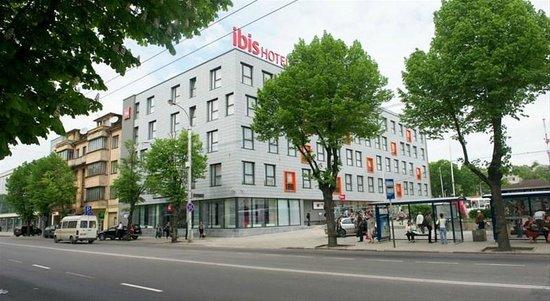 Ibis Kaunas Centre: отель с улицы