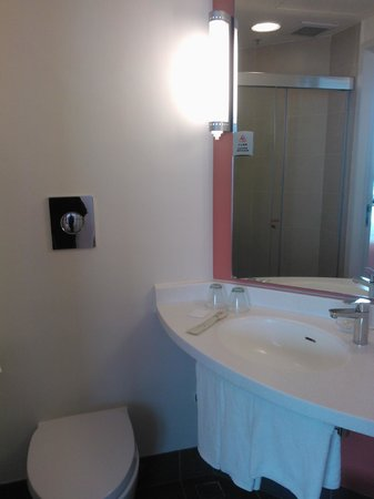 Ibis Hong Kong Central & Sheung Wan Hotel: bathroom