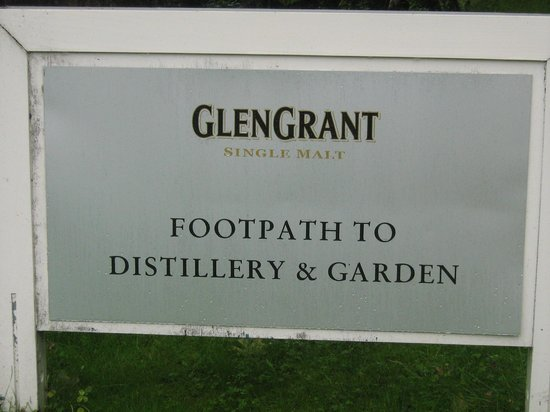 Glen Grant Whisky Distillery and Garden: insegna