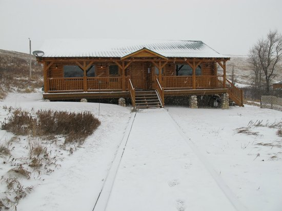 Waterton River Suites: View of the Cabin from the Front