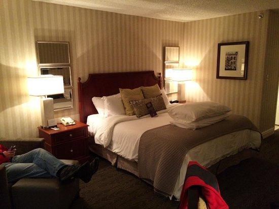 Omni Charlottesville: Cozy/comfy bed
