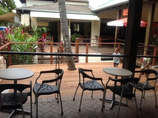 Shakes Gelati bar: outside seating area