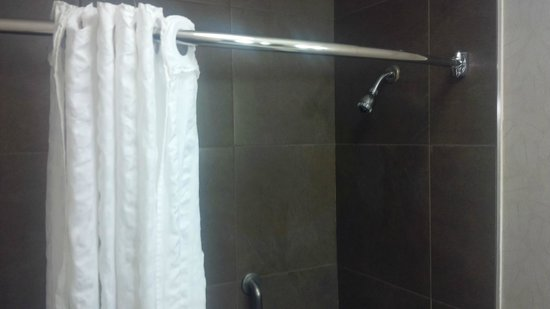 Comfort Inn Monticello: the shower