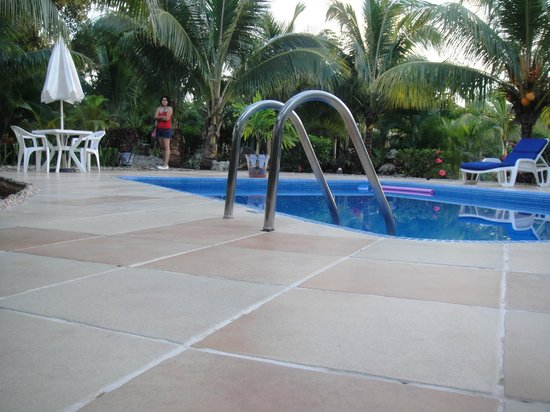 Itour Akumal Villas Tortugas: La alberca siempre esta a temperatura agradable, aun de noche!