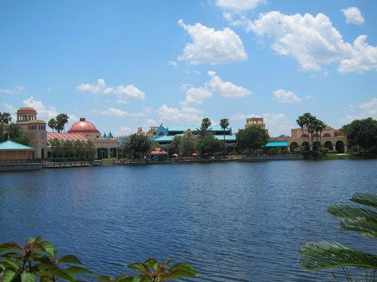 Disney's Coronado Springs Resort: lake