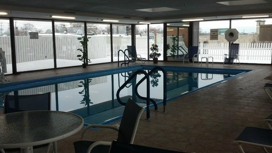 Holiday Inn Muskegon: pool area