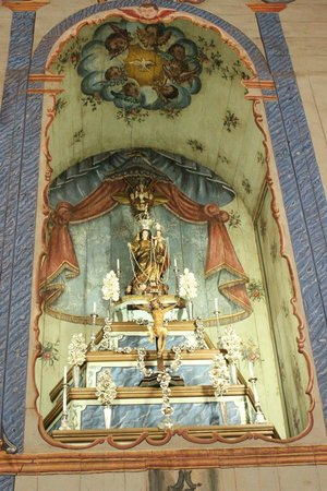 Our Lady of Rosario: Altar