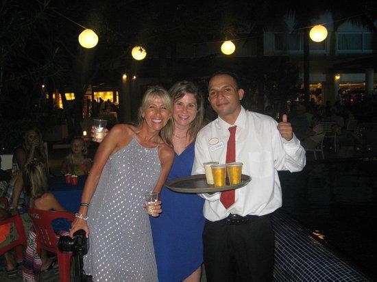 Grand Oasis Palm: Raymondo...best beach bar server!!
