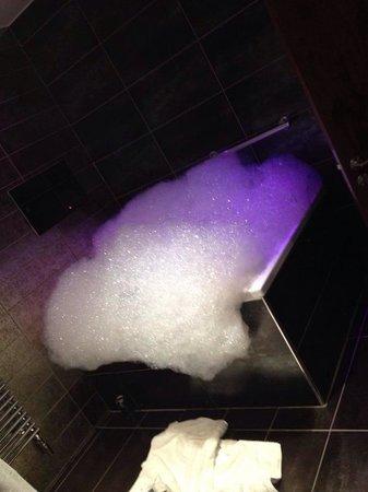 Windermere Suites: Cartmel Suite, double jacuzzi bath