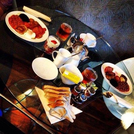 Windermere Suites: Breakfast!