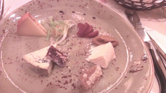 Yachtsman Steakhouse: Artisanal Cheese Plate with honeycomb