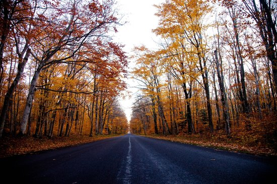 Pictured Rocks National Lakeshore: The drive inside the park in the fall