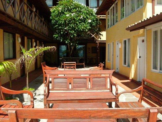 Nomad Buzios Seashore Hostel: Patio del hotel