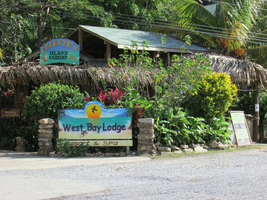 West Bay Lodge and Spa: Entrance to Property