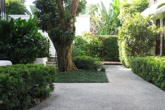 137 Pillars House Chiang Mai : Beautiful grounds