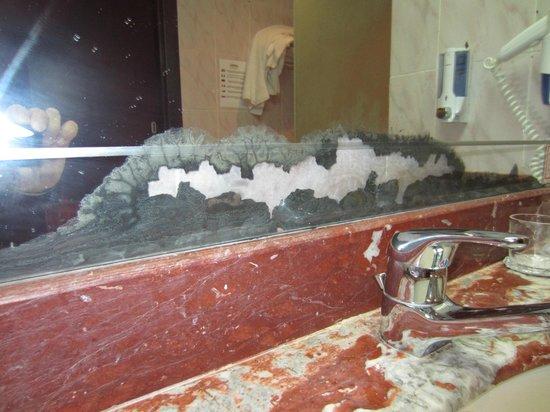 Fantazia Resort : miroir salle de bain