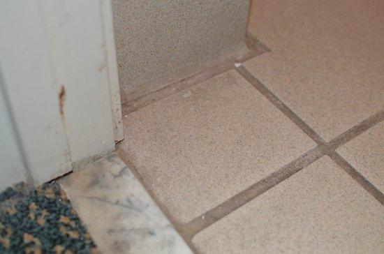 Motel 6 Galveston - Seawall: Bathroom Doorway
