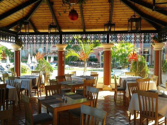 Hotel Las Aguilas : Bar junto a zona de piscina