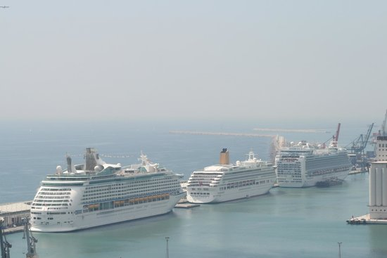 Eurostars Grand Marina Hotel: Cruise Port view from hotel
